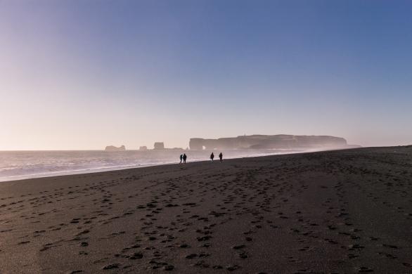 Black sand beach in Vík í Mýrdal © Katharina Sunk